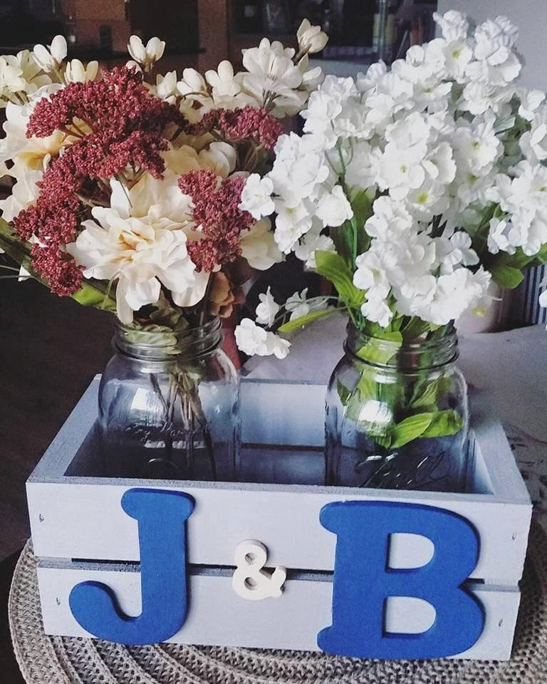 Boda - Rustic Personalized Initial Crate with Mason Jars/ Floral Arrangement/ Couples Gift/ Anniversary/ Wedding Centerpiece/ Decorative Wood Vase