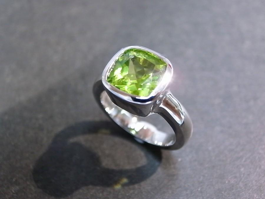 Mariage - Cushion Peridot Engagement Ring in 14K White Gold