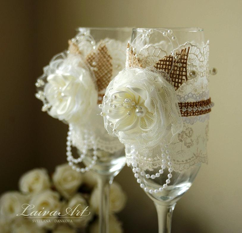 Wedding Present Champagne Glasses : ... Toasting Glasses Bride and Groom Wedding Glasses Bridal Shower Gift