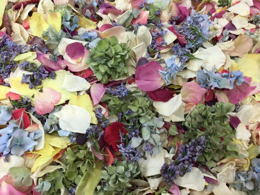 Свадьба - Flower Petals. Wedding Petals. 30 cups. Freeze dried flower petal blend. Grown on our family farm in the USA. Aisle petals. Tossing Petals.