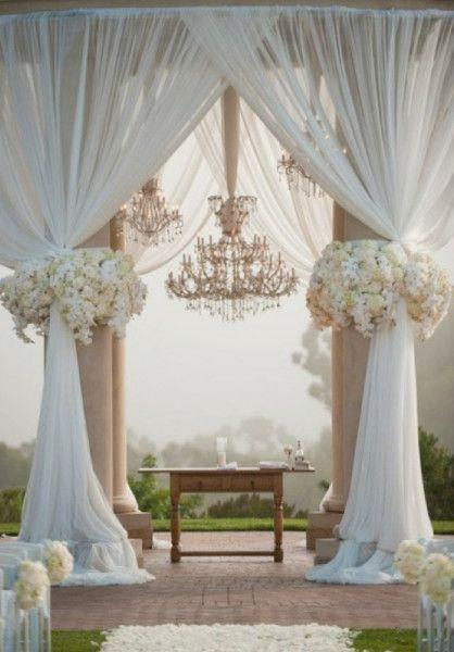 Свадьба - Glam Wedding Ceremony With Chandeliers And Gorgeous Flowers