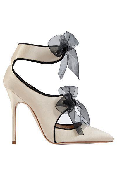 Boda - Manolo Blahnik Creme White Sandal With Bows Fall Winter 2013