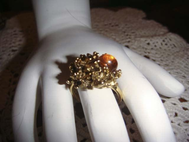 زفاف - Vintage Gold toned leaf ring with large amber piece adjustable band