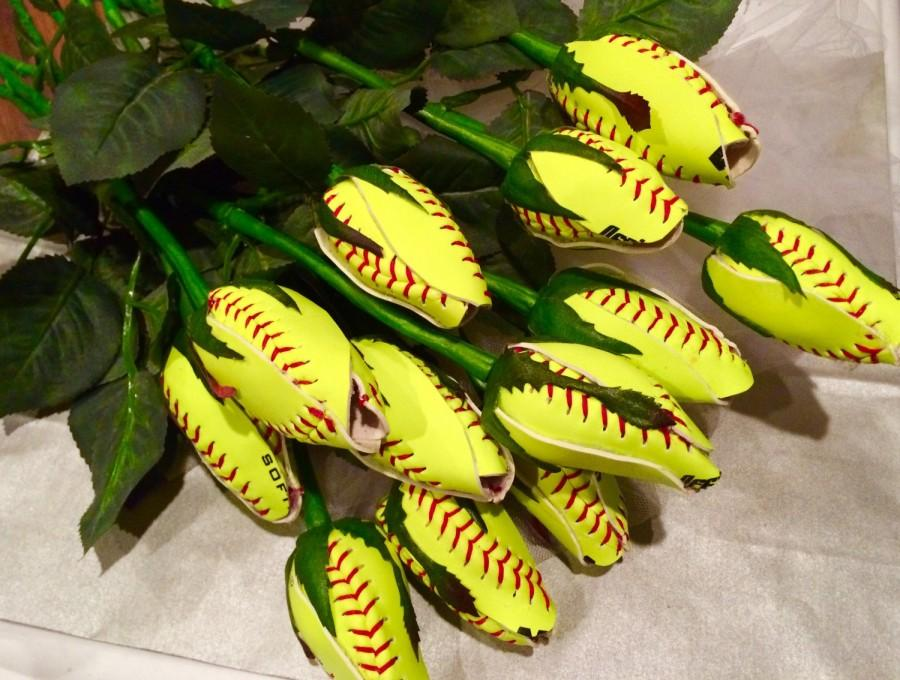 Свадьба - 12 Softball Long Stem Rose Buds - 1 dozen