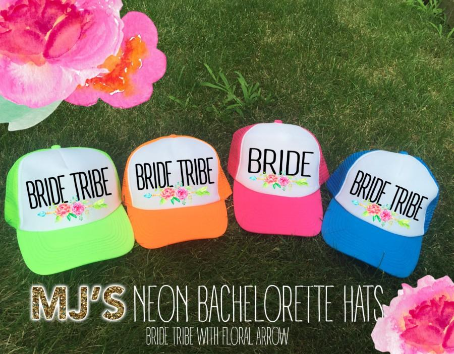 زفاف - NEON Bachelorette Party Hat / BRIDE Tribe Floral Arrow  Bridesmaid Neon Trucker Cap / Pool Party /Vegas Miami / Beach Vacation / Bridesmaid