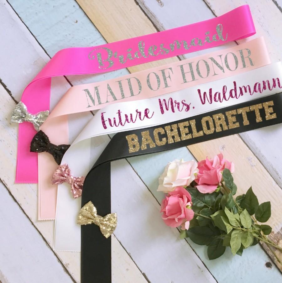 Mariage - Bride Glitter Sash. Bridesmaid Sash. Future Mrs Sash. Bachelorette Sash. Maid of Honor Sash. Wedding Sash. Bow Wedding Sash. Custom Sash