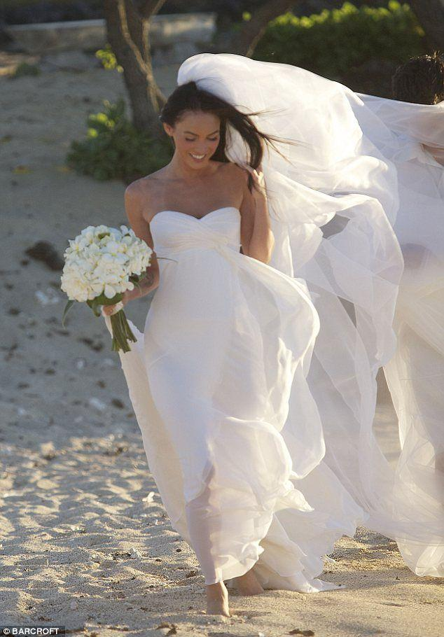 Mariage - Megan Fox In Her Biggest Role To Date... As The Blushing Bride In Her Beach Wedding