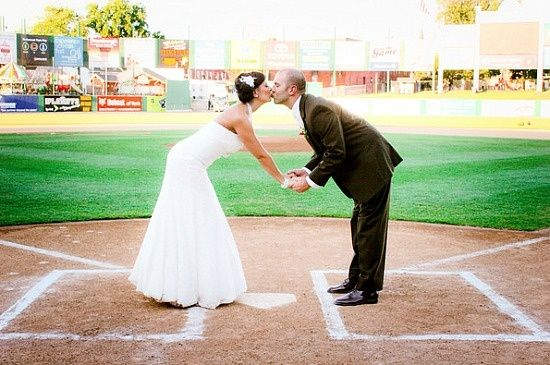Mariage - Baseball Wedding Photo Idea