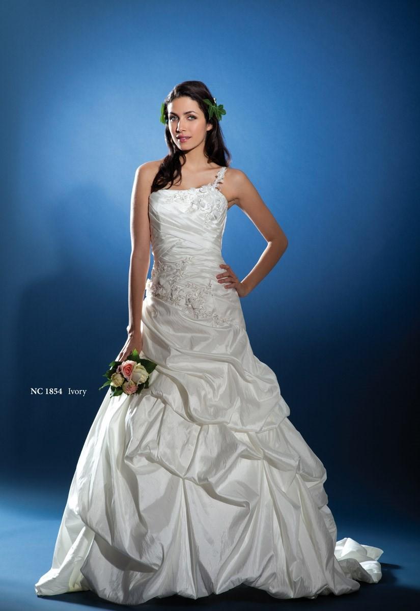 nana couture nc 1854 superbes robes de mari e pas cher 2567969 weddbook. Black Bedroom Furniture Sets. Home Design Ideas