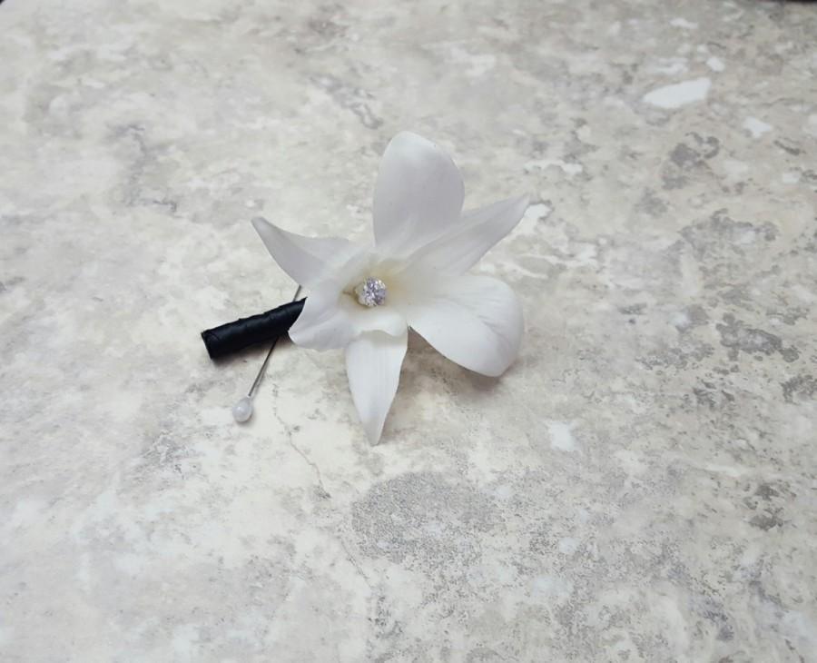 زفاف - Real Touch White Cream Galaxy Singapore Dendrobium Orchid with a Diamond Center Boutonnieres