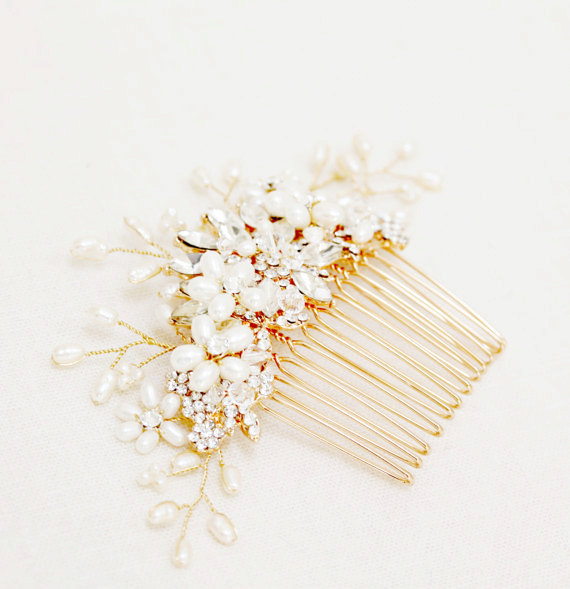 Mariage - Gold or Silver Freshwater pearl and rhinestone Large Bridal Hair Comb