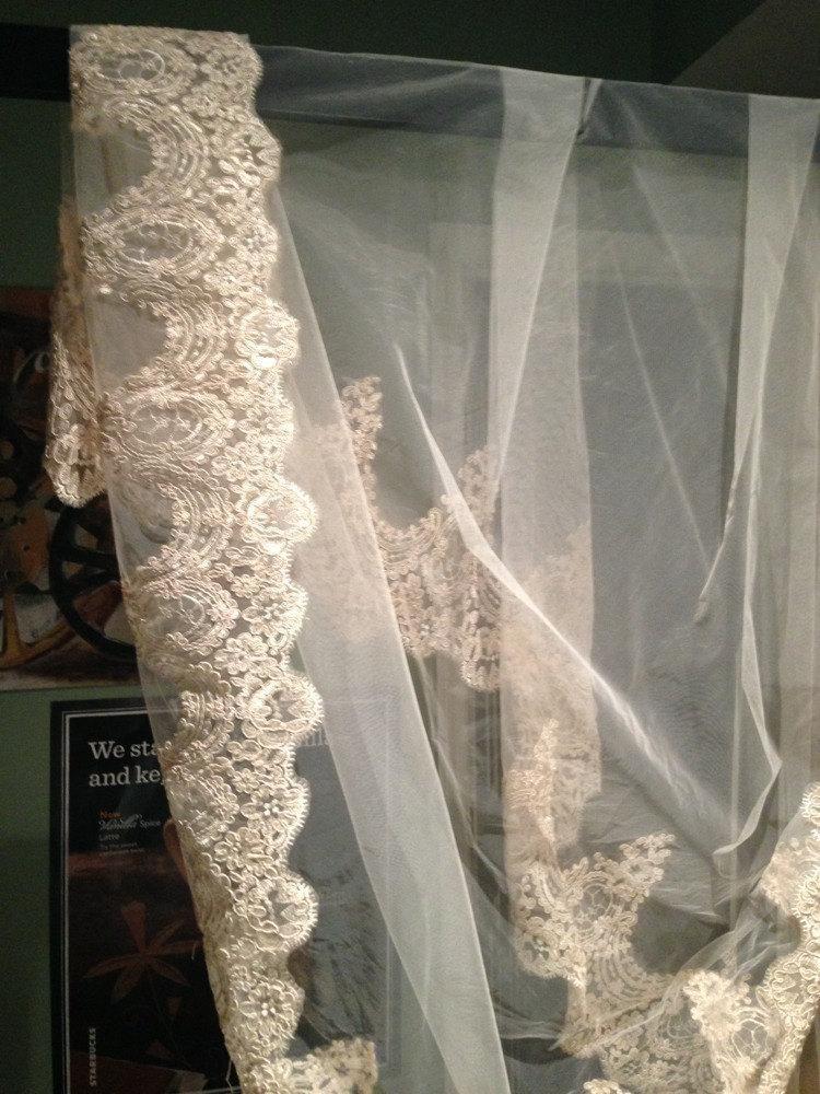 Mariage - IVORY Cathedral length Lace Mantilla Bridal Veil