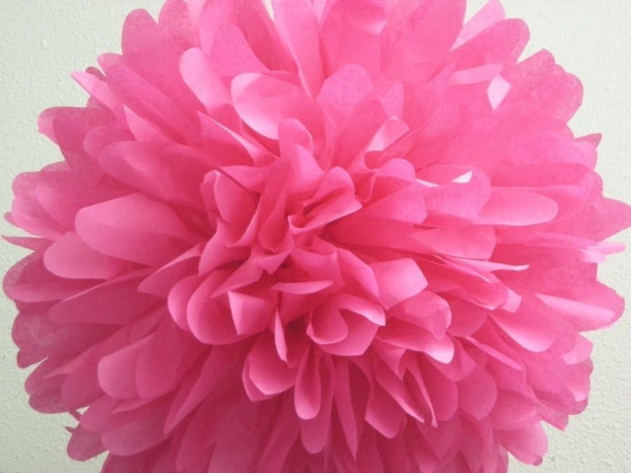 Свадьба - HOT PINK / 1 tissue paper pompom / birthday hot pink decorations / wedding decorations / diy / hanging poms / paper pom flowers / pompoms