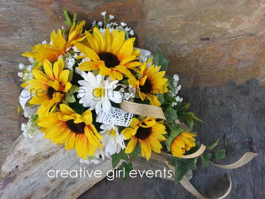 Свадьба - Sunflower Cascade Bouquet w Burlap Lace ~ Sunflower Bouquet ~ Wedding Flower ~ Bridal Bouquet