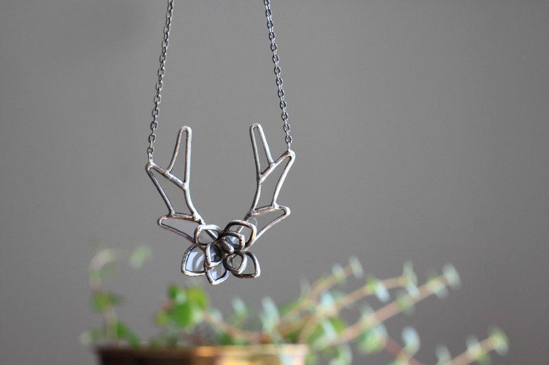 Свадьба - Antlers and succulent  . Deer antlers necklace. Statement necklace. Boho jewelry. Bohemian jewelry. Succulent necklace. Silver succulent.