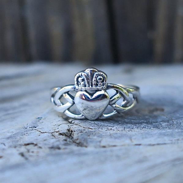 زفاف - SALE Vintage 925 Sterling Silver Claddagh Ring