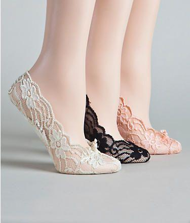 Свадьба - Might Do This, I Hate When Wedding Party Wears Flip Flops, So Not Classy. Love That They Are Cushioned. Super Adorable In Lace. Comfortable Shoes For A Reception. Plus They Are $6  @  Wedding-Day-Bliss