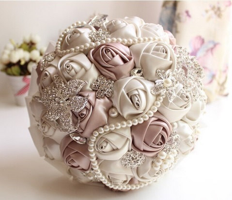 Mariage - Satin Bridal Bouquet - Roses Pearls Crystals