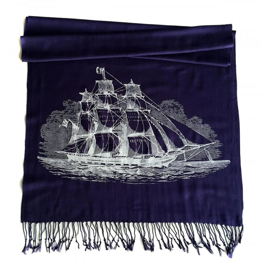 Свадьба - Clipper Ship Printed Scarf. Nautical Print Scarf. Boating, sailing silkscreen print. Linen weave pashmina. Choose navy blue, cream & more!