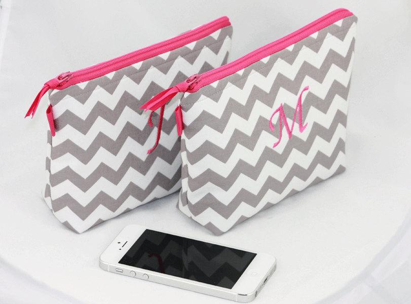 Свадьба - Bridesmaids Gift, Personalized  Makeup bag, Custom made mini makeup bag, Grey and pink zippered bag