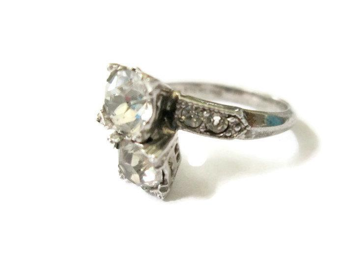 Mariage - Vintage Edwardian Style Uncas 2 stone French Paste cocktail bypass ring