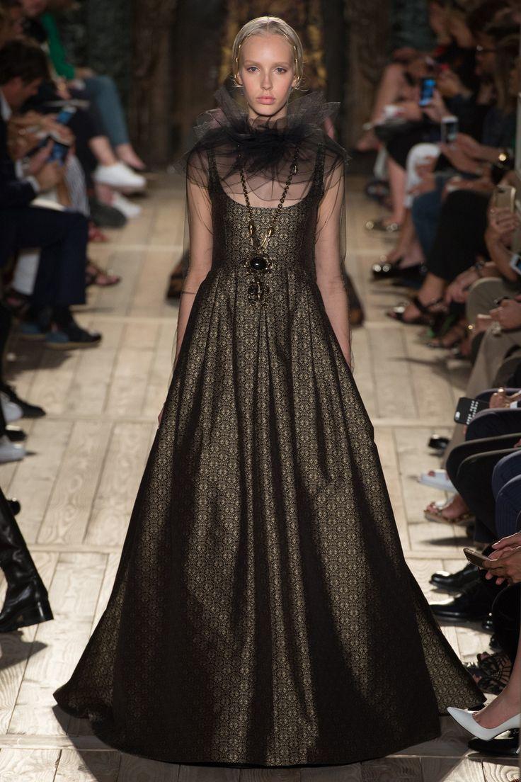 Wedding - Valentino Fall 2016 Couture Fashion Show