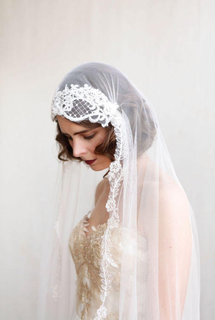 Mariage - Statement Juliet Cap Veil With Lace,1920s Style Ivory Chapel Length Veil, Art Deco Dramatic Wedding Veil, Cathedral Length Veil