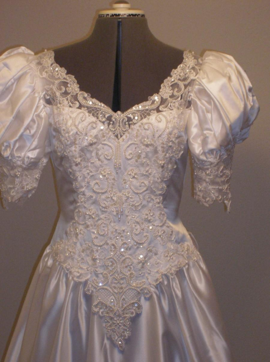 Mariage - White Satin Full gown, beaded embroidered organza lace, Romantic pouf sleeves , Full attached train