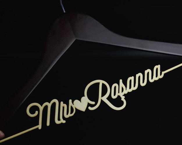 Mariage - Personalized Rustic Wedding Dress Hanger, New-tech Bride Bridesmaid Wood Name Hanger,Custom Wedding Bridal Hanger, Bridal Shower Gift CML002