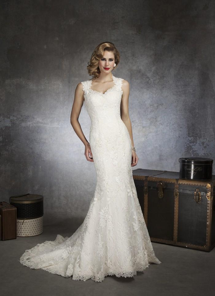 Justin alexander 8656 vintage lace wedding dress crazy for Vintage mermaid style wedding dresses