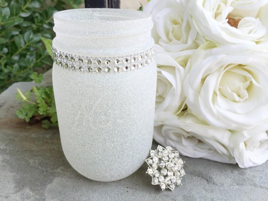 Mariage - Diamond Dust Glitter Painted Pint Mason Jar, Rhinestone Bling Decor, Wedding centerpiece, New Years party decor, Baby Shower, Winter Wonderl