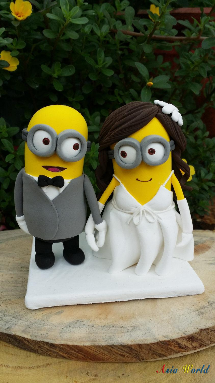 زفاف - Minions wedding cake topper clay doll, Minion in suit clay miniature,Minion in wedding dress clay figurine,engagement decoration,ring holder