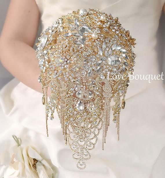 Mariage - Gold Brooch Bouquet, Gold Wedding Brooch Bouquet, Bridal Bouquet, Cascading Jewelry Bouquet, Broach Bouquet, Wedding Decor, Crystal Bouquet