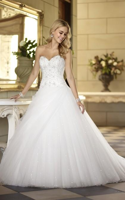 Hochzeit - Exquisite A-line Sweetheart Beading&Sequins Lace Sweep/Brush Train Tulle Wedding Dresses - Elegant Evening Dresses