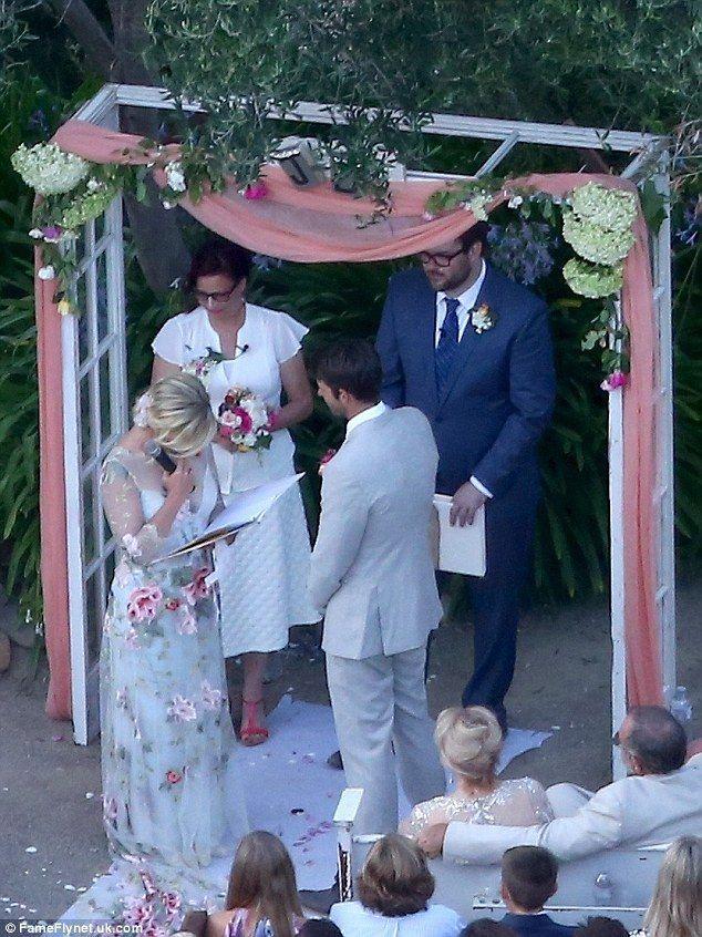 Свадьба - Jennie Garth Ties The Knot With David Abrams In Ranch Wedding