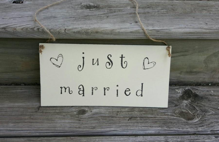 Hochzeit - Rustic Wedding Just Married Sign - Wooden Wedding Sign- Rustic Wedding Decor