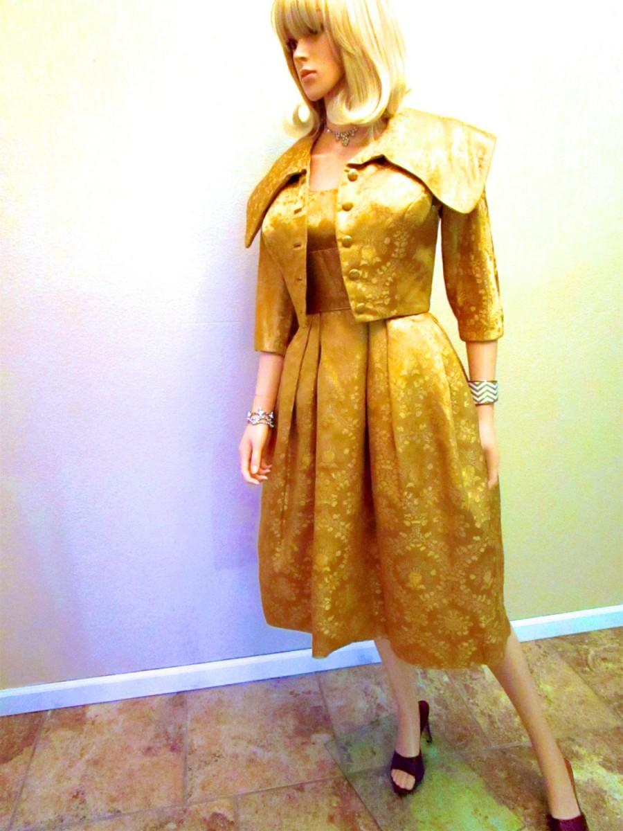 Hochzeit - 1950's Vintage Couture Gold Dress & Jacket. Lame Lurex 2 piece Suit. New Look Cocktail Party. Mid Century Mad Men Betty Wedding Guest. XXS