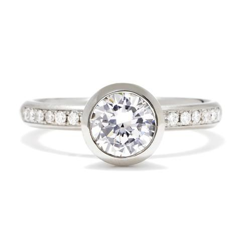 Mariage - Anne Sportun Bezel-Set Engagement Ring With Pave Diamond Band