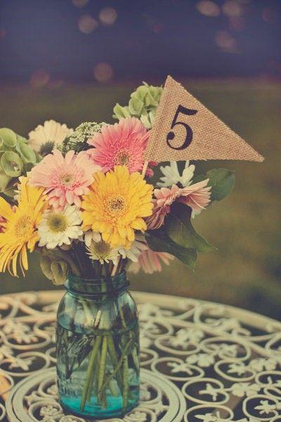 Mariage - Burlap Table Numbers - Table Number Pennants