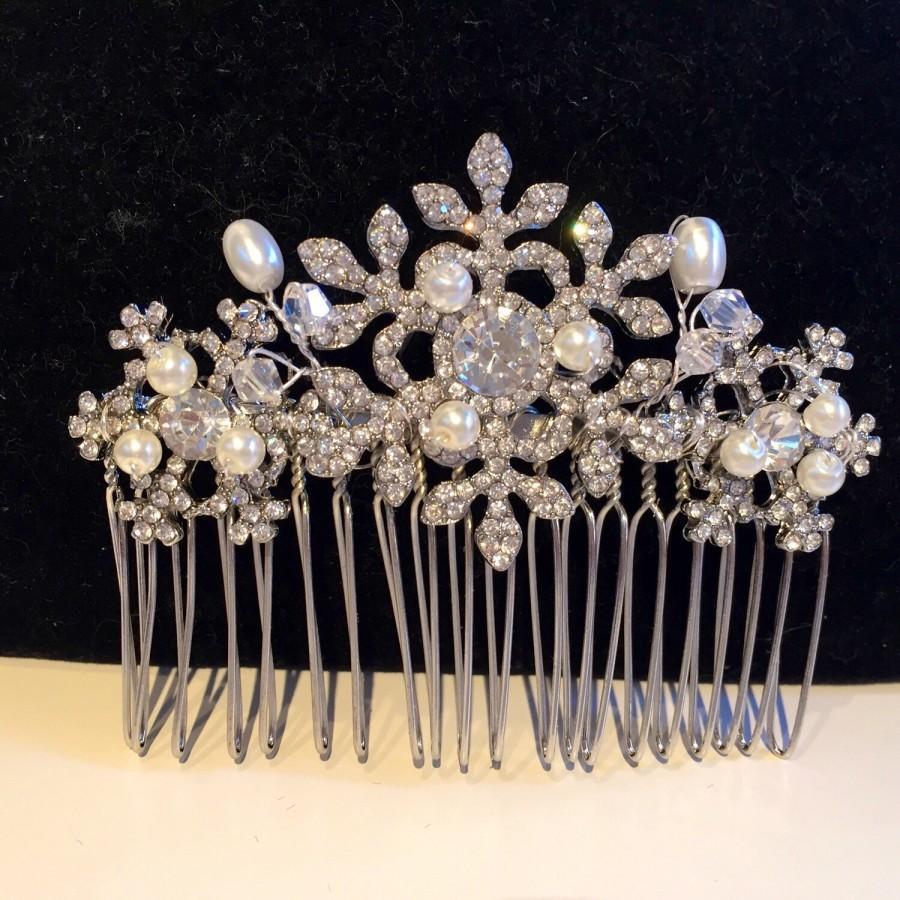 Hochzeit - Winter snowflake hair comb -Wedding hair comb -  Bridal hair accessories - party headpiece - christmas party - Hair accessories