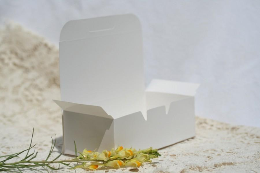 Wedding - 36 Cake Boxes Favor Boxes 5.5 by 1.75 Inches Wedding Cake Box Carry Out Box White Cake Box White Favor Box White Doily White Doilies