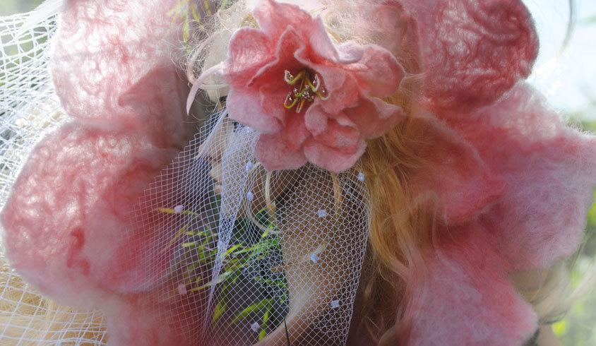 Свадьба - Pink Felt Flower Fascinator with Long Birdcage Spotted Veil for Rustic Country Wedding Handmade felted Merino Wool Flower Delicate Pink