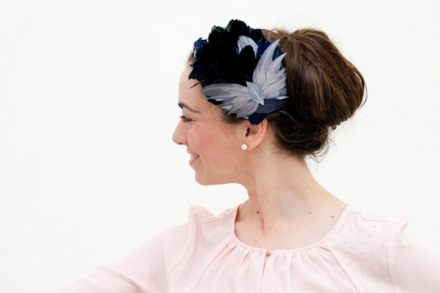 زفاف - Cumbrae - Feather Grey Blue Fascinator with detail of butterfly