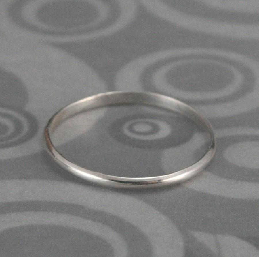 Mariage - Women's Wedding Ring--Plain Jane Skinny Minnie Band or Stack Ring--Thin Ring--Sterling Silver Ring--Half Round Band--Stacking Ring--Handmade