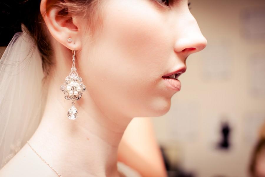 Mariage - Crystal Bridal Earrings,Bridal Earrings,Ivory Pearls,Statement bridal earrings,Bridal Rhinestone Earrings,Pearl Earrings,White Pearl,AMELIA