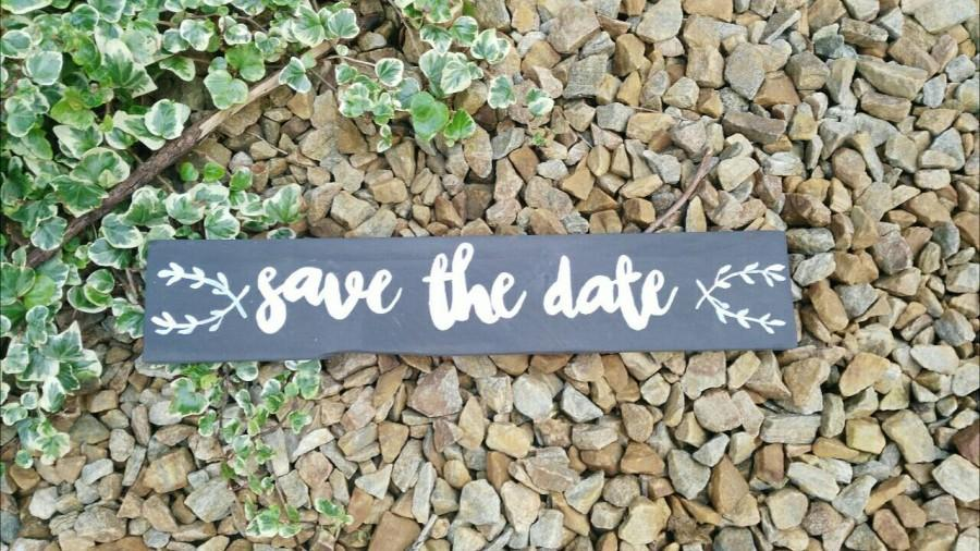 Свадьба - Save the Date sign, Wedding sign, Engagement Photo Prop sign, Rustic Wedding, Bridal Shower gift, Wedding Photo Prop, Rustic Wooden Sign