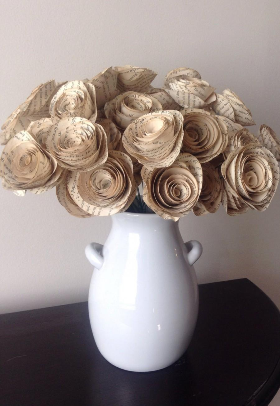 Nozze - Book page roses. Set of 30 tea stained paper roses. Wedding centerpiece. Vintage flowers. Thanksgiving decor. Christmas decor