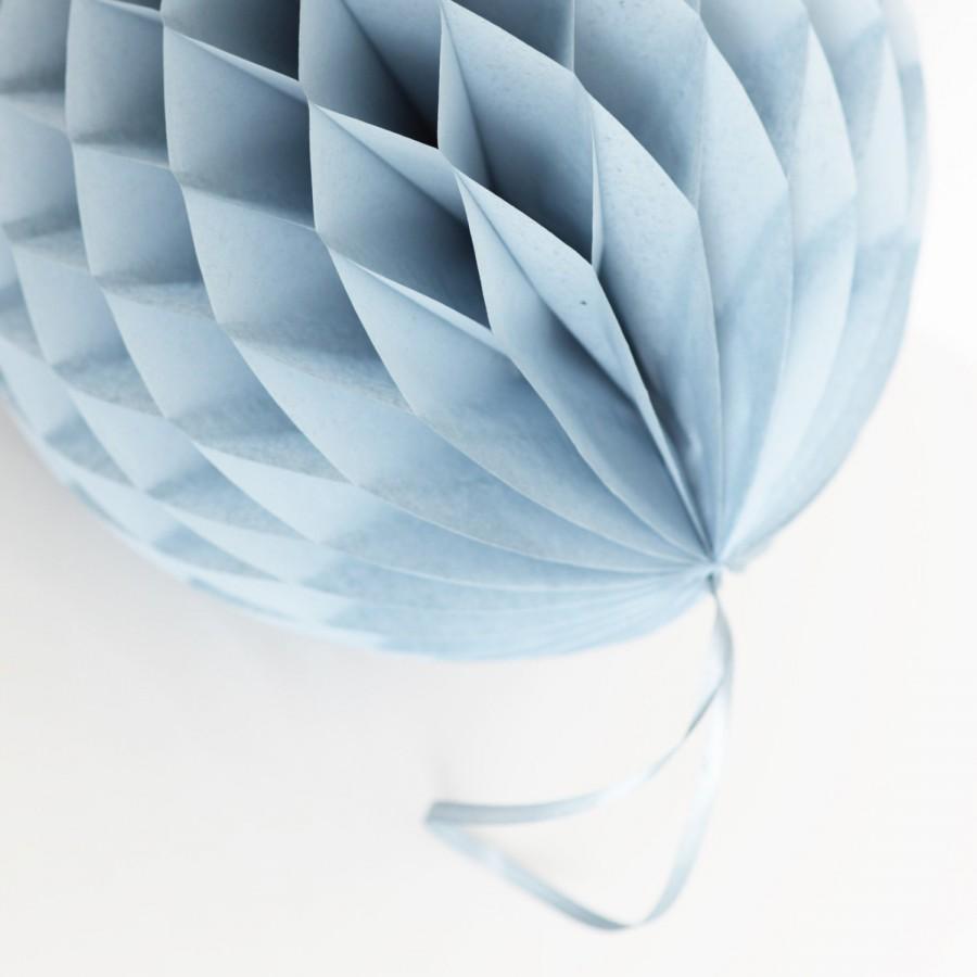 Свадьба - Dusty blue / Vintage blue / Powder blue  honeycomb ball - various sizes - pompoms wedding / party decorations - hanging decorations