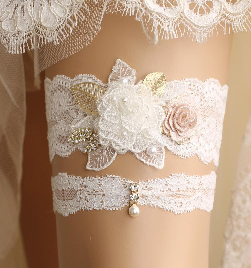 Свадьба - wedding garter set, bridal garter set, lace garter set, white garter set, crystal garter, toss garter, white lace garter set