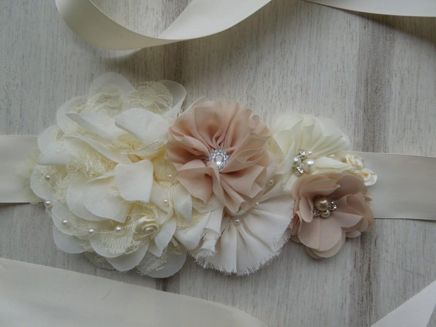 "Свадьба - Flower Girl Sash,""Emilys' Choice"", Ivory Sash, Junior Bridesmaid Belt, Vintage Inspired Sash, Champagne Sash, Buttercream Ribbon Sash"